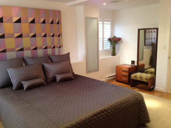 A furnished corporate rental bedroom